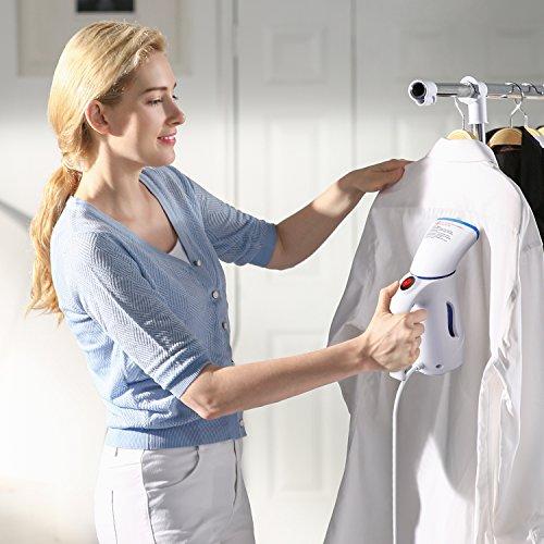 Dampfglätter bügelt Hemd